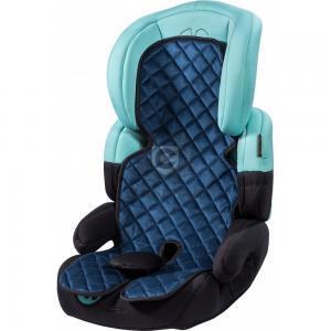 Blauer Autositzauflage auf einem Kindersitz