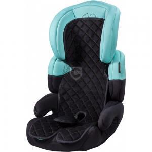 Schwarzer Kindersitzbezug auf einem Kindersitz