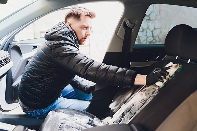 Autositze reinigen - perfekte Pflege für den Fahrzeuginnenraum