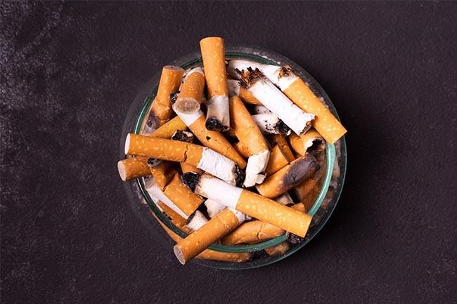 Entferne Zigarettengeruch aus dem Auto