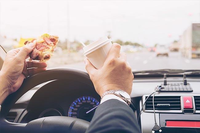 Entferne unangenehme Gerüche aus den Sitzpolstern im Auto