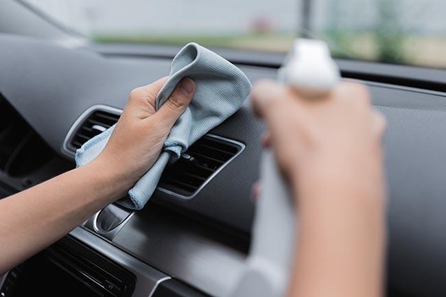 Professionelle Autoreinigung: 7 Tipps für einen perfekt gepflegten Auto-Innenraum